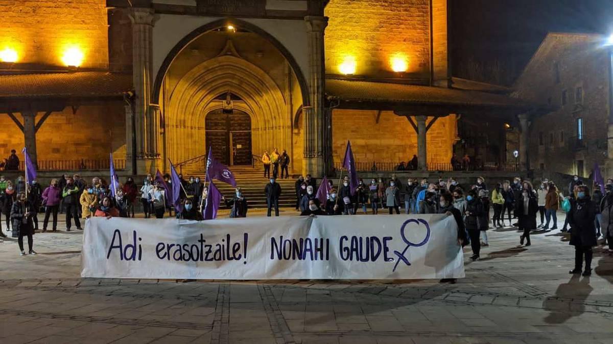 [ARGAZKI GALERIA]: Indarkeria matxistaren aurkako oihu bateratua Durangaldean