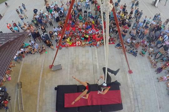'La Coquette' kale ikuskizunak zirku erraldoi bihurtuko du Elizondo plaza