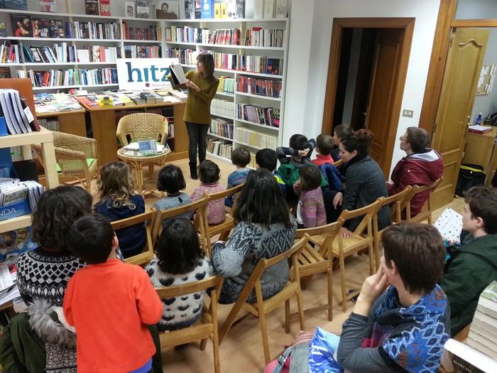 Leire Bilbaok Piztipoemak eta Xomorropoemak liburuak aurkeztu ditu Durangoko Hitzen
