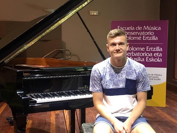 Daniel Balas Bartolome Ertzillako piano ikasleak plaza lortu du Musikenen