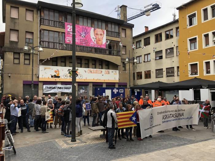 """Durangoko udalak Kataluniaren aurkako """"errepresio estrategia"""" alboratzea eskatu dio Espainiako gobernuari"""