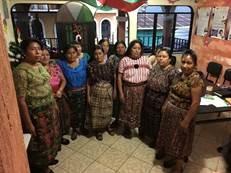 Guatemala eta Peruko emakumean gaur Elorrion.