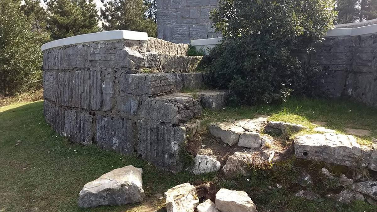 Besaideko monumentu ingurua apurtu dutela salatu du Euskal Mendizale Federazioak