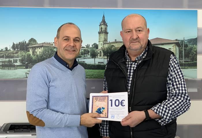 Iurretako komertzioetan erabiltzeko 100 euroko erosketa irabazi du Joseba Iñaki Rodriguezek