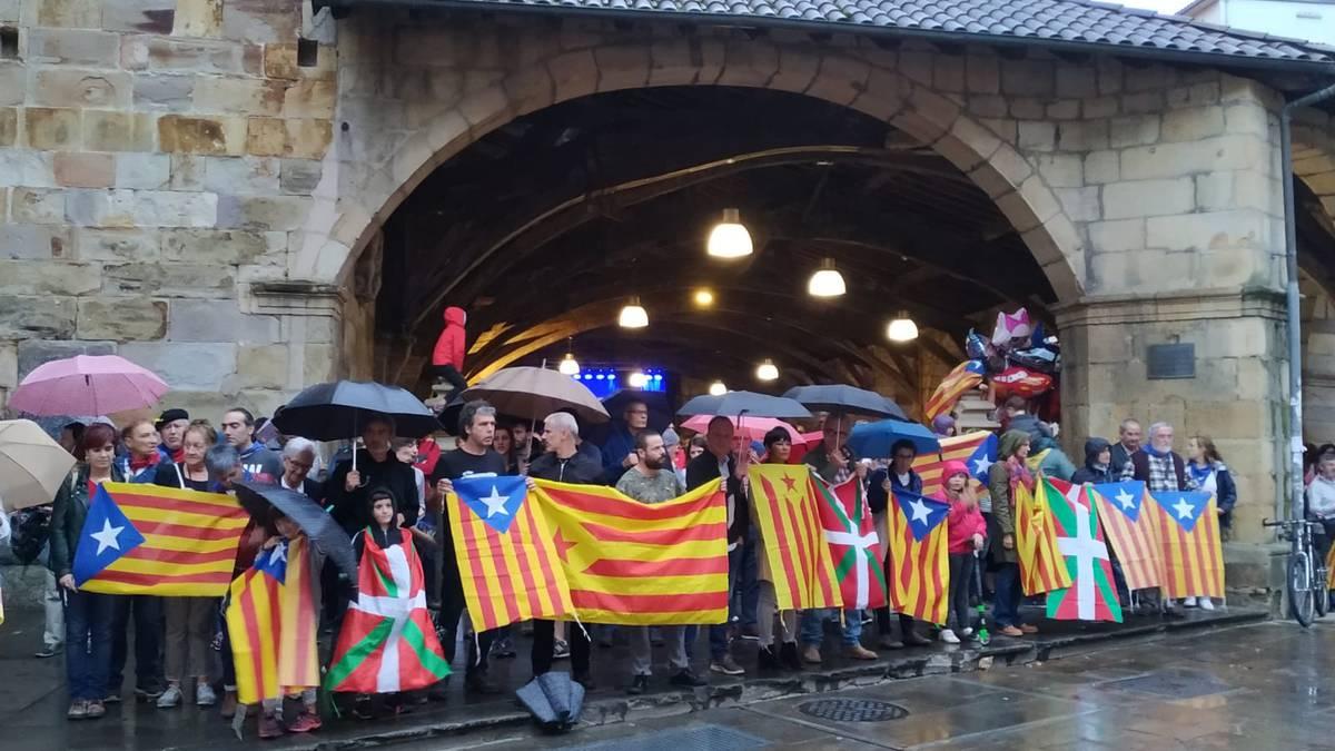 Kataluniako sententziaren aurrean Durango lazo horiz betetzera deitu dute