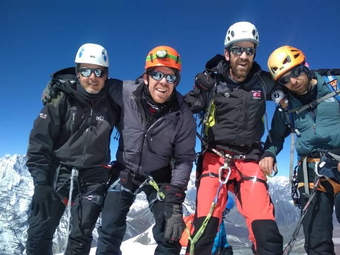 Himalaian 6.189 metro dituen Island Peak mendia igo dute Durangaldeko lau lagunek